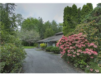 Recent Raccoon Lane closing brings a great couple to Bainbridge Island.