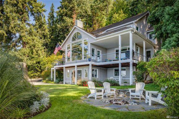 3180 Crystal Springs Dr NE sold on Bainbridge Island